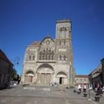 La façade de la basilique Ste Marie Madeleine